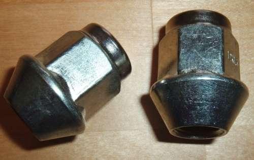 Kolová matice M12 x 1,5 x 30mm, kužel