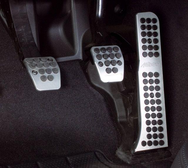 MILOTEC Sportovní pedály Milotec (vozy s manuál.převodovkou)- Octavia II, Octavia II Facelift, Superb II, Ye