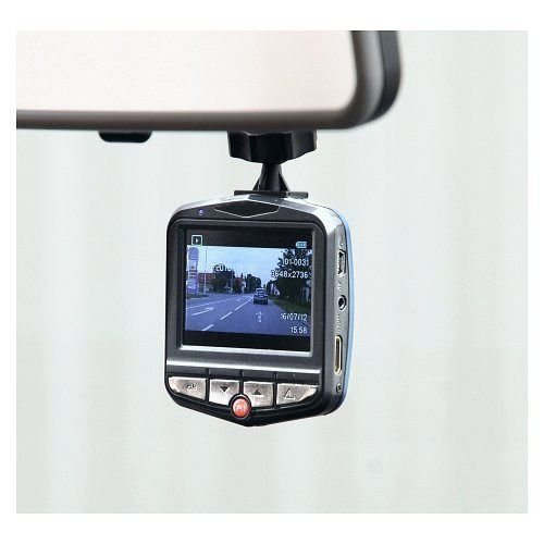Kamera do auta se záznamem na micro SDHC kartu ve vysokém rozlišení Full HD (1080p)