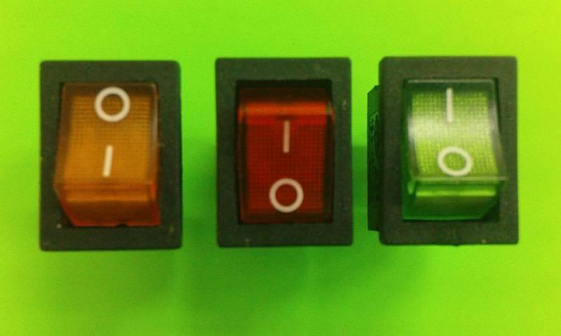 Kobdélníkový 14 x 18mm, s kontrolkou černá, červená, oranžová, zelená, modrá Vyrobeno v EU