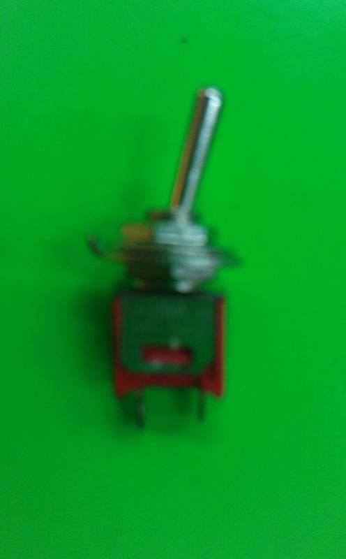 Páčkový vypínač kovový, 6 - 250V, 8,3 x 5,2mm Vyrobeno v EU